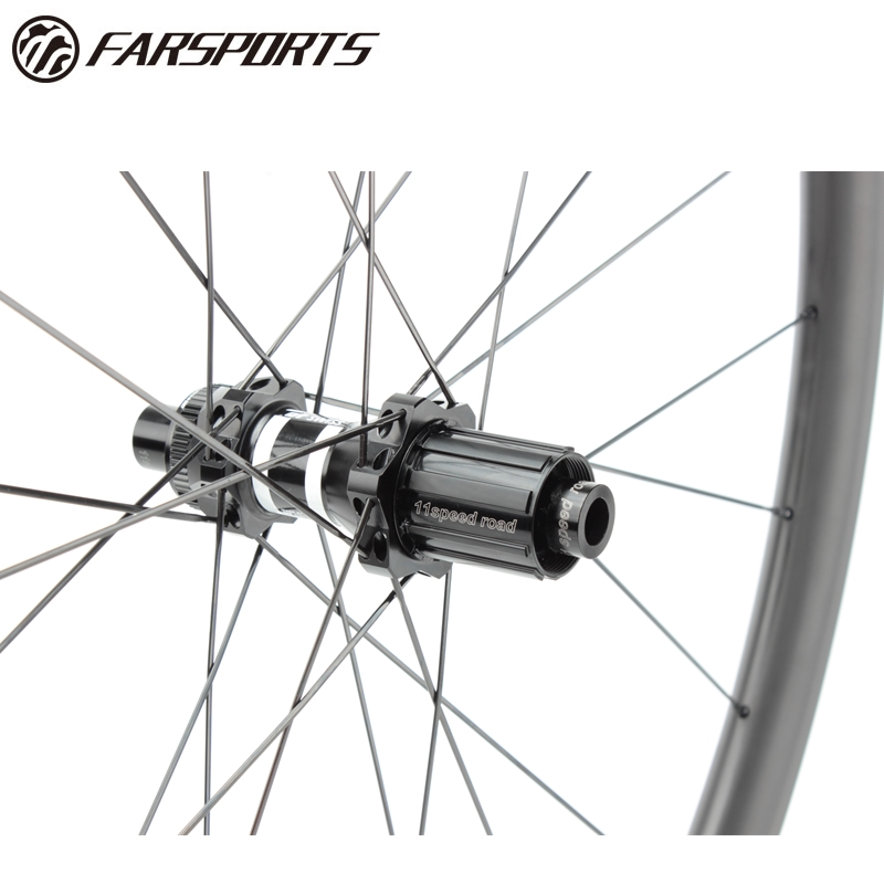 Tubeless carbon disc brake wheels
