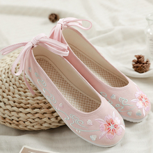 2019 New Arrival Women Flats Beautiful Women Shoes Chinese Style Floral Embroidered Shoes Hanfu Shoes Ballet Flats QingHuan все цены