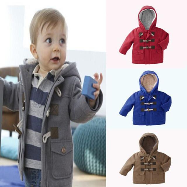 Nuevo 2017 de Los Bebés de Los Niños Escudo abrigos Niños Chaquetas para niño Niñas Chaqueta de Invierno Cálido Con Capucha Ropa de Los Niños de Color Caqui gris rojo