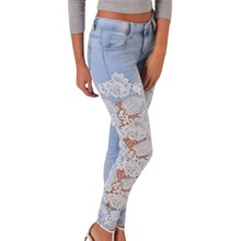 9f26e692adc Vintage cintura baja Denim Hollow Out Slim blanco mamá Jeans mujeres flor Sexy  Crochet Lace Patchwork