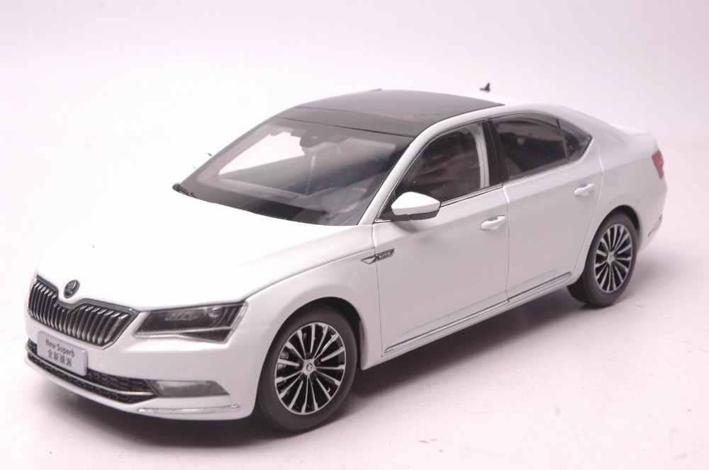 все цены на 1:18 Diecast Model for Skoda Superb 2015 White Liftback Alloy Toy Car Miniature Collection онлайн