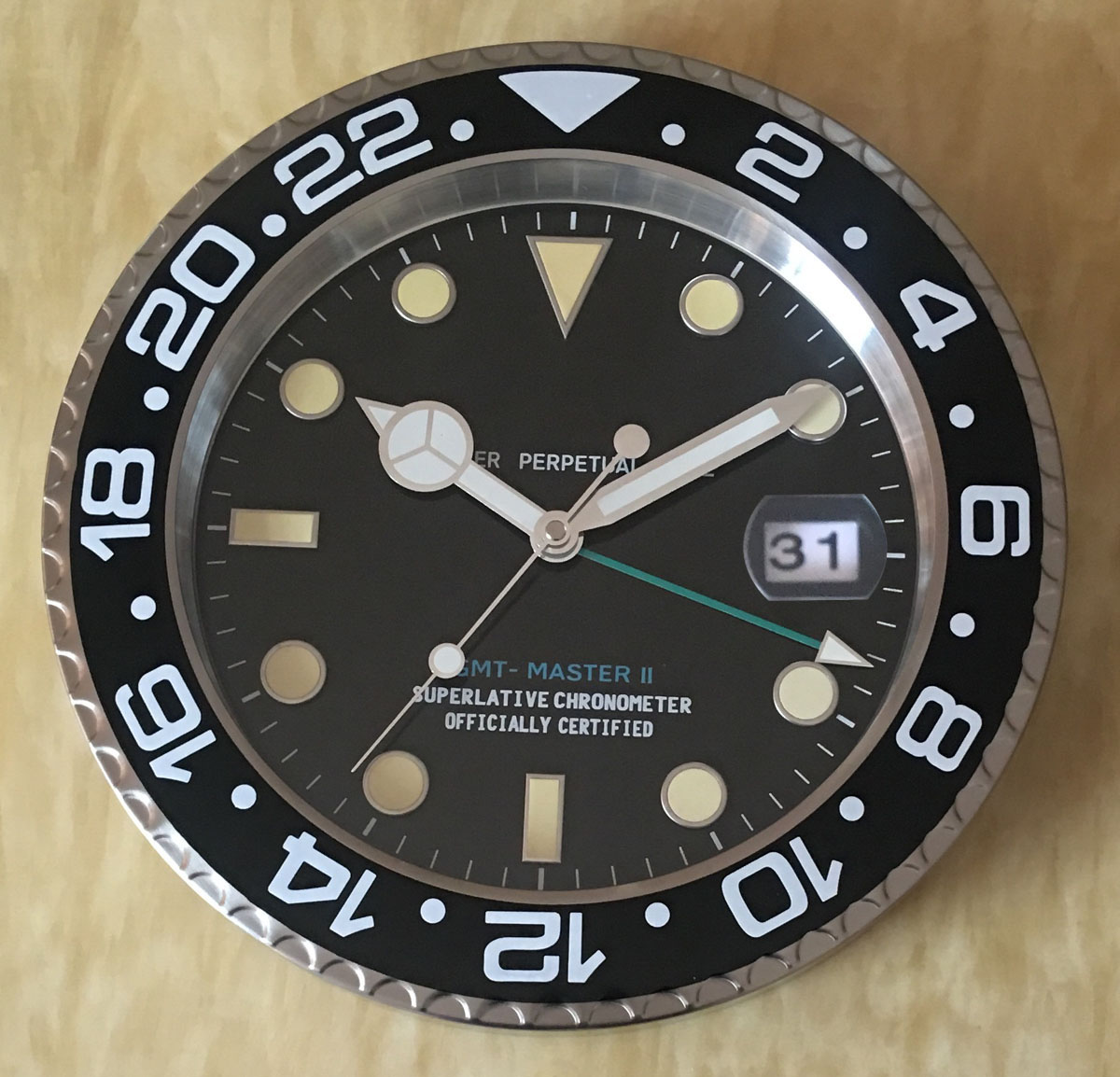 S & F Met Vergrootglas Retail Metalen Horloge Vorm Wandklok met Kalender Luxe Klok op De Muur - 4