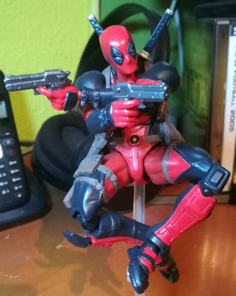 FIGMA Series NO.003 Revoltech Venom No.002 Spiderman No.001 Deadpool With Bracket PVC Action Figure Collection Model Toy 15cm (6)