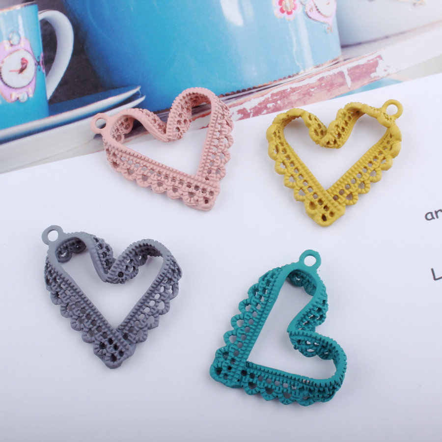 10pcs 28*30MM DIY Korean accessories spray paint baking enamel heart charms rubber alloy small bracelet pendant imitation lace