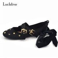 דירות בלט Luchfive משובצת Bowknot קישוט מתכת באקל צלב קשורה משי אור רך העקב אישה נעליים מזדמנים