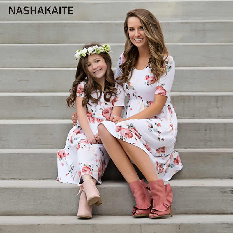 NASHAKAITE ครอบครัวจับคู่เสื้อผ้าแฟชั่นแขนสั้นดอกไม้กลาง-ชุดแม่ลูกสาวชุด Mommy และ ME เสื้อผ้า