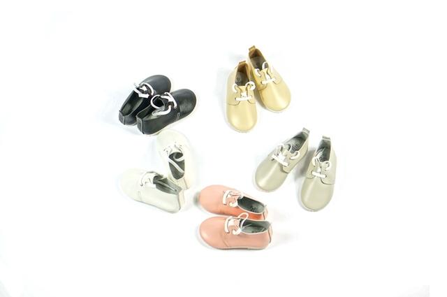 Nuevo hecho a mano de estilo Británico zapatos oxford de Cuero Genuino de las ovejas Del Bebé Bebé zapatos lace up mocasines Bebé anti-skip niños zapatos