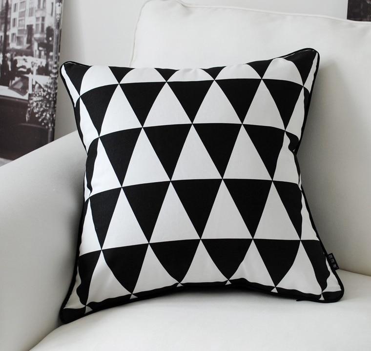 одинаковое черно белые картинки с подушками женская шапка
