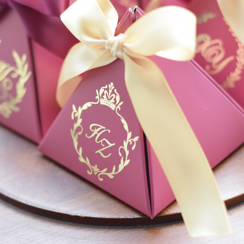 100PCS New Customized Triangular Wine Red Gift Box Paper Candy Box Packing Gift Bag for Wedding Favor Decoration Party Supplies in Gift Bags Wrapping Supplies from Home Garden