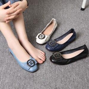 Image 2 - OUKAHUI zapatillas de Ballet de piel auténtica para mujer, zapatos de punta cuadrada con hebilla redonda de Metal, cómodos, para otoño