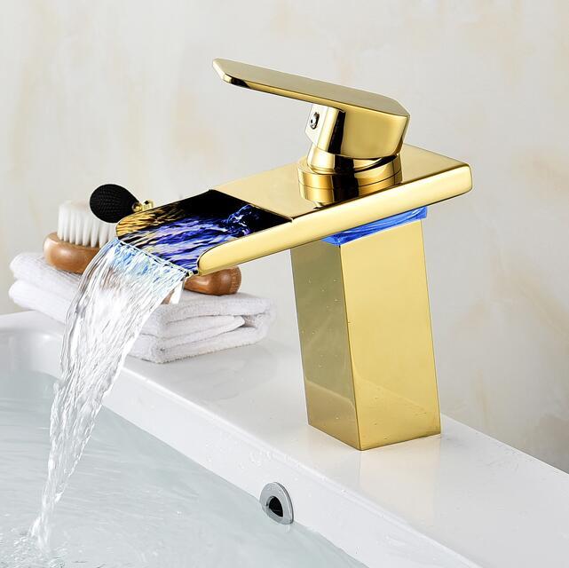 Robinet cascade salle de bain robinet à LED. Robinet de lavabo en laiton cascade doré. Mitigeur de salle de bain mitigeur lavabo monté sur le pont