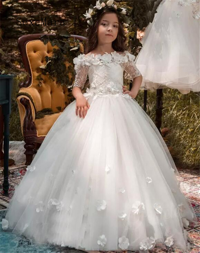 все цены на Off Shoulder White Ivory 2019 Flower Girls Dresses for Wedding Half Sleeves Lace 3D Flowers Applique Girls First Communion Gown