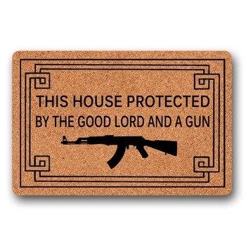 Colchoneta Gruesa | Esta Casa Protegida Por El Buen Señor Y Un Arma Divertido Estera De Puerta Interior/de Goma Al Aire Libre Antideslizante Alfombra Para El Patio Felpudo