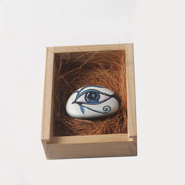2016 new product home decoration natural stone material hand painted art only one eye fish wooden