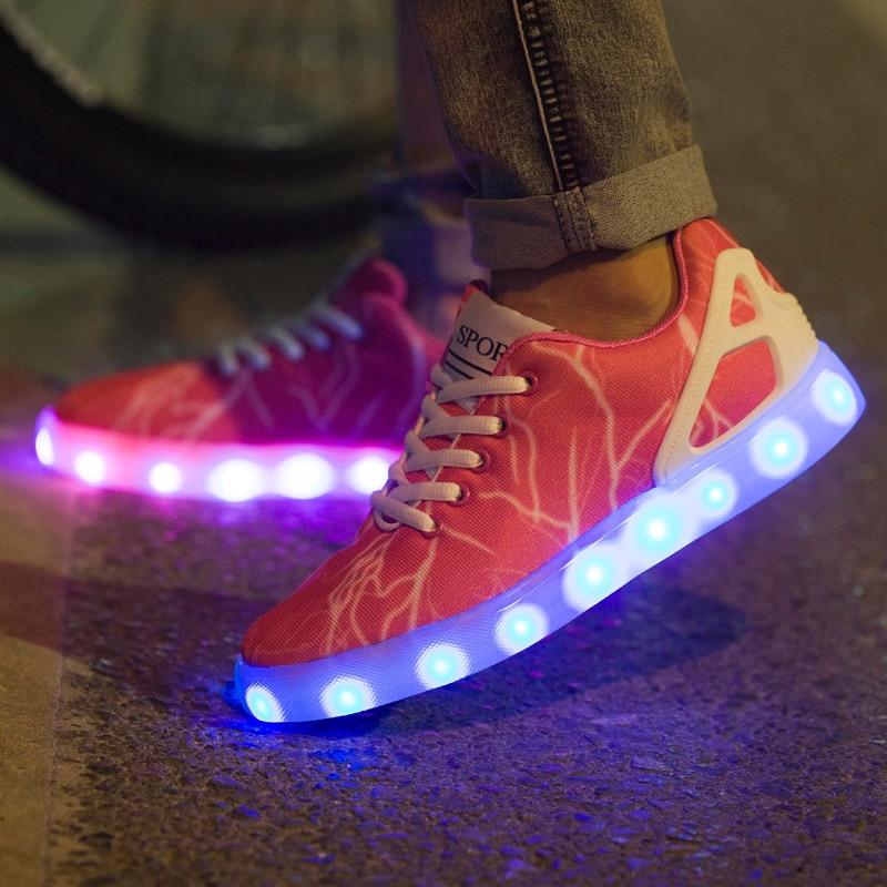 Prix pour Femmes adultes Led Lumineux Chaussures 2016 Top Qualité LED Lumières USB charge Coloré Chaussures Amateurs espadrilles Flash Chaussures livraison gratuite