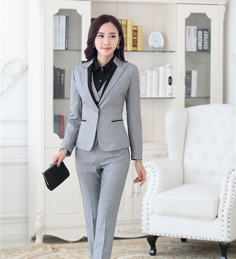 Original Q What Would Match A Gray Blazer? Both Men And Women Can Use These Color Combinations 1You Can Combine Your Blazer With Its Matching Pantsskirt And A White Shirt This Is A Formal Business Suit With Black Tie And Belt 2A White