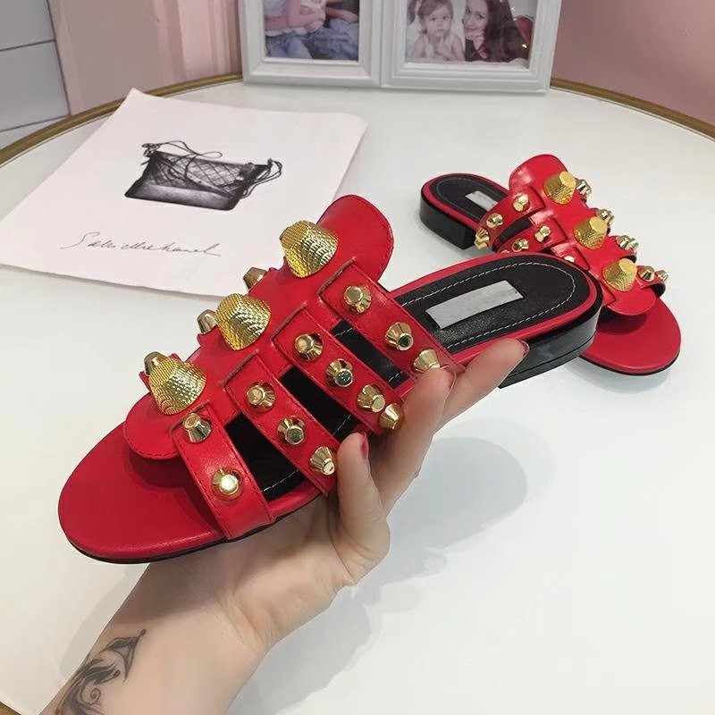 2019 Gold Studded Slippers Women Peep Toe Black Red Real Leather Screw Rivet Flat Shoes Woman Chic Design Gladiator Sandals 1