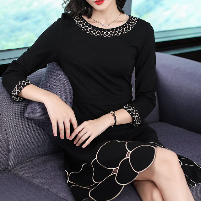 2018 New Autumn Fashion Women's Clothing O-neck Hollow Out Embroidery Dress Three Quarter Sleeves Dresses Female 3