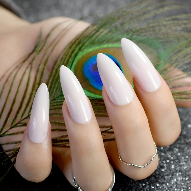 Fingernägel spitz künstliche Schön oder
