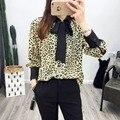 2017 Mulheres Da Moda Camisas Sensuais com Estampa de Leopardo Cor do Contraste Collar Bow Tie Blusas Lady Trabalho Casual Wear Tops Blusas Femininas
