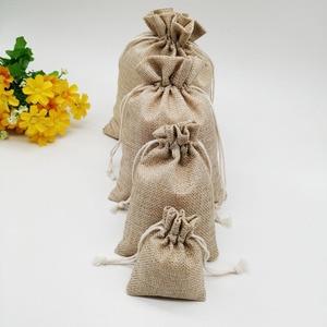 Image 2 - 100 pçs/lote 7x9 15x20cm Vintage Natural de Linho De Serapilheira Juta Juta Saco Do Presente Saco de Embalagem de Presente drawstring Sacos Do Presente de Casamento Saco de Doces