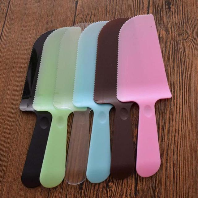 2pcs Plastic Sliced Birthday Cake Cutter One Time Matte Cake Special