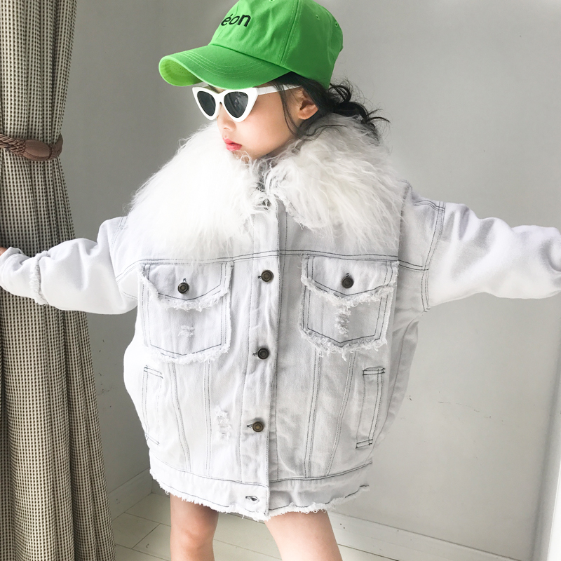 Girls cotton coat autumn and winter 2018 new Korean version of the girl big fur collar liner detachable loose denim jacket купить недорого в Москве