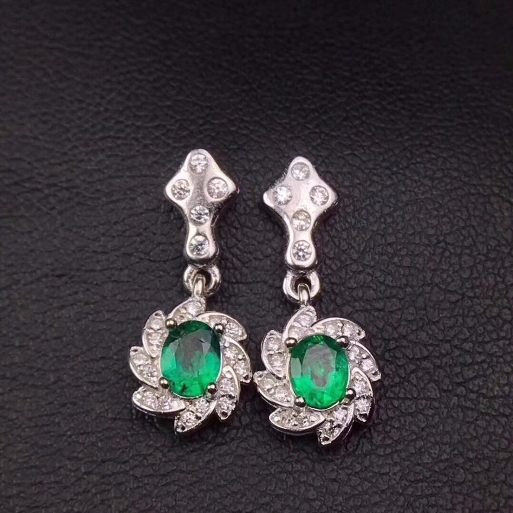 Natural color emerald ear studs, 925 silver fashion, beautiful colors, changing beauty.