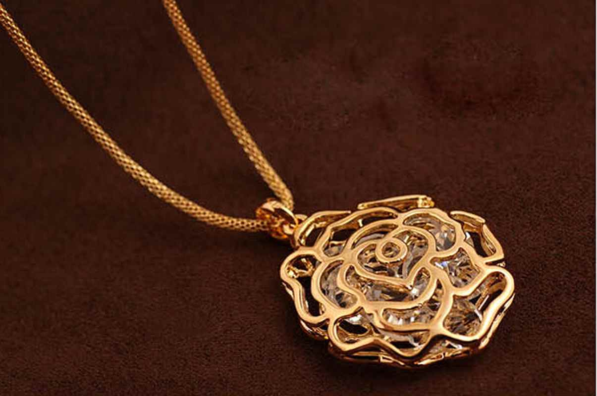 Women Charms Hollow Rose Flowers Design Pendant Rose Gold