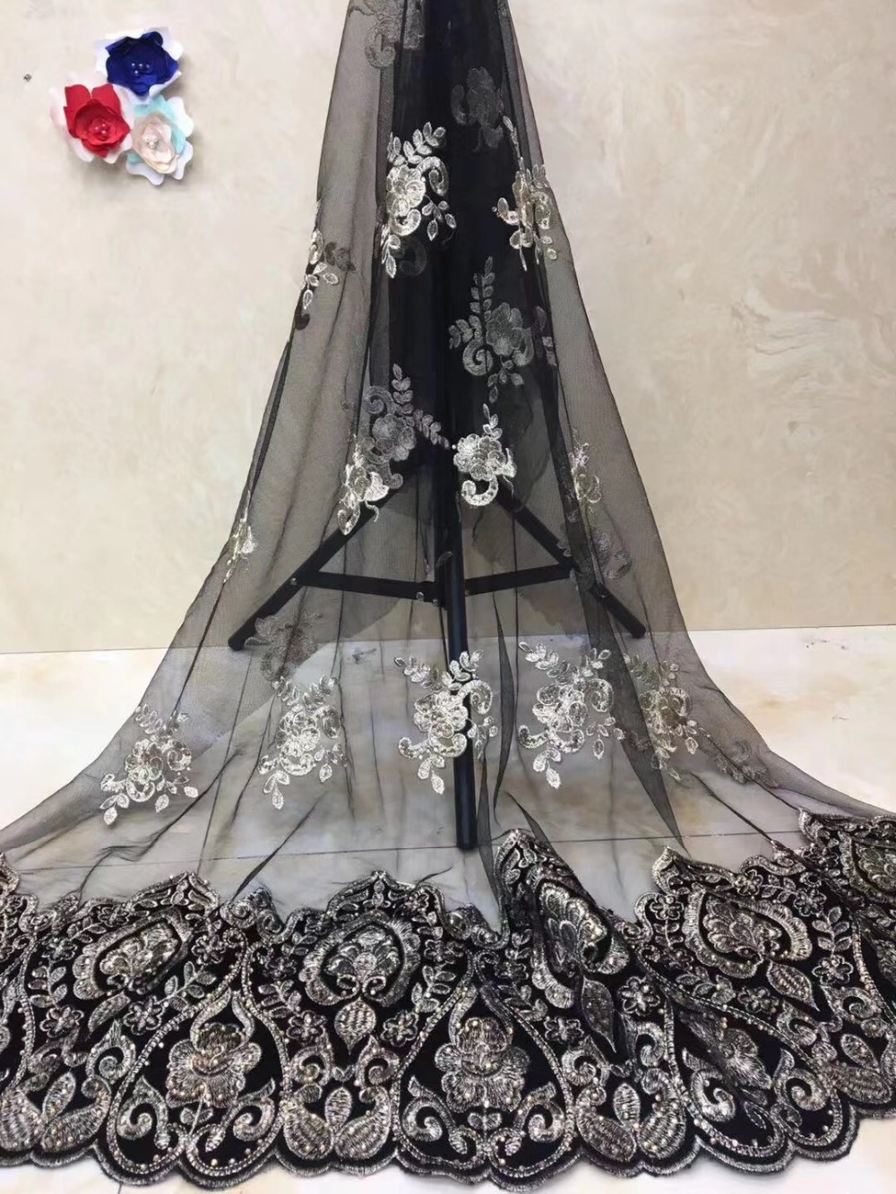 High quality velvet African lace 2019 latest design French lace fabric for weddings and parties Nigerian fashion mesh laceHigh quality velvet African lace 2019 latest design French lace fabric for weddings and parties Nigerian fashion mesh lace