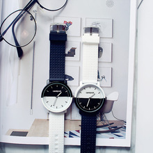 Men and Women Couple Watches Korean Version of The Trend of Fashion Black and White Students Simple Retro Leisure brothers watch male brothers a pair of high school students korean version of the simple trend leisure atmosphere personality