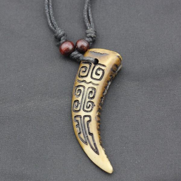 Крутой мальчик Мужская имитация кости яка резная подвеска волк зуб ожерелье амулет зуб Регулируемая Веревка подарок MN164 - Окраска металла: Brown