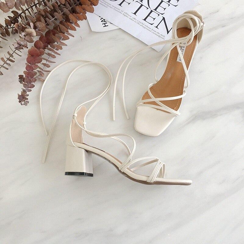 Nouveaux liens de croix de style d'été en 2018, bout carré avec bout épais et chaussures à bout haut, avec sandales Rome. A645