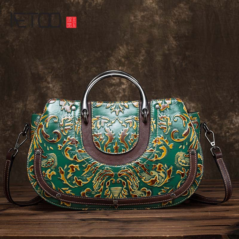 AETOO 2018 New leather carved diagonal portable handbag vintage ethnic wind flower female handbag genuine leather