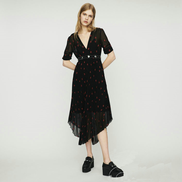 Woman Dress 2019 Spring and Summer V neck Loving Heart Embroidered Pleated Dress