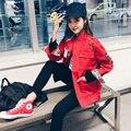 Повседневная Женщины Тренч Пальто Письмо Вышивка Звездная Пара Harajuku Bf Ветер Национальный Rivetols Пальто Красный Черный 9346