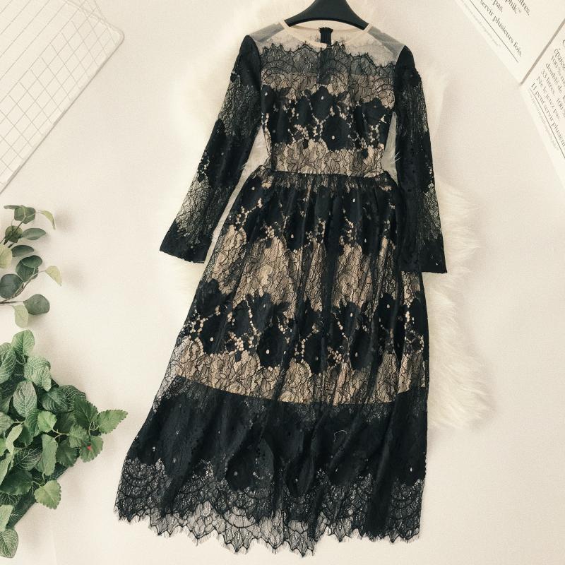 2018 nouvelles femmes de mode de vêtements pour adultes creux cils dentelle col rond manches longues taille minceur longue section robe