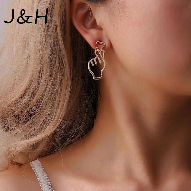 Hot Personality Metal Love Earrings Hollowing Out Heart Gesture Earrings New Brand Fashion Ear Cuff Piercing Earrings