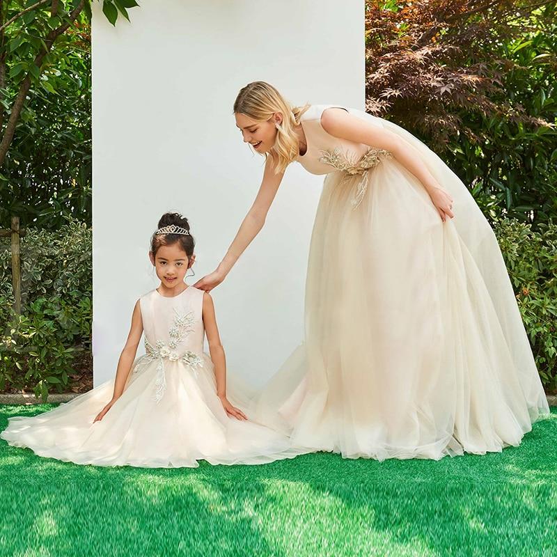 02e947085 Flower Girl Dress Mom and Daughter Princess Elegant Dress Mother Parent  Children Wedding Dress Outfits Tutu