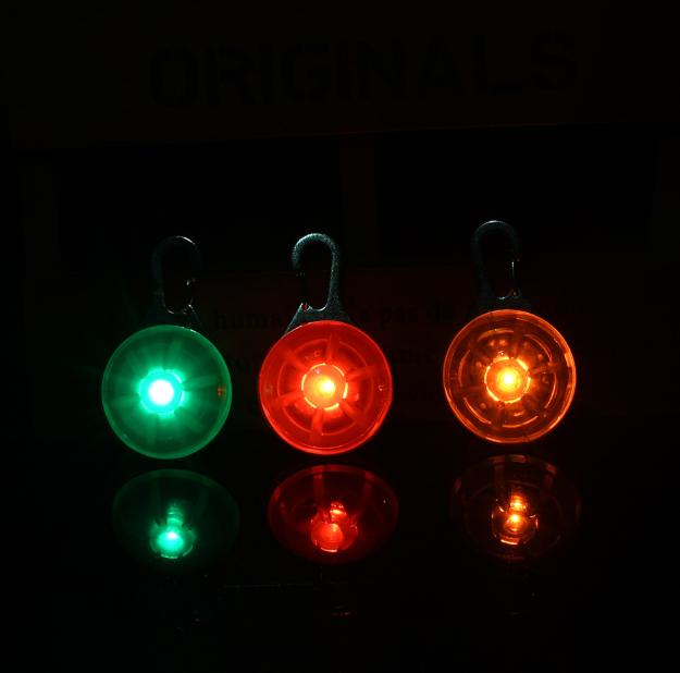 Linterna de luz LED para el cuello de tu mascota. 7