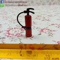 De una pulgada Escala Dollhouse Miniatura Rojo Extintor con Manguera De Goma Accesorios de Muñecas