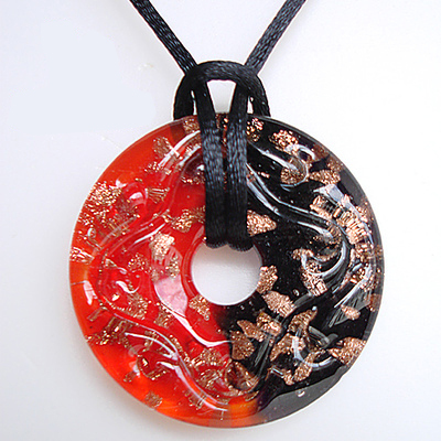 RED SNAKE Green and Red Round Murano Glass Pendant Necklace Christmas Style