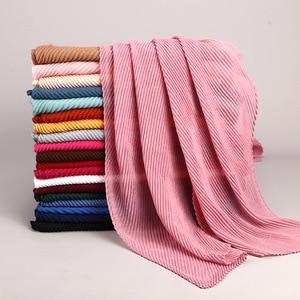 Image 3 - Модные плиссированные макси хиджабы из вискозы, мусульманский шарф, элегантная шаль, простые женские шарфы со складками, мусульманский головной платок, шали, мягкий глушитель, 1 шт.