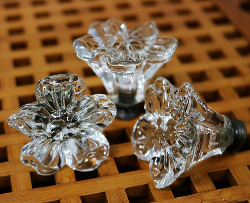 45mm Flower Shape Glass Dresser Pulls Clear Crystal Drawer Pull Handles Cabinet Handle Knobs Pulls / Furniture Door Hardware lhll 12x clear crystal glass door knobs drawer cabinet furniture pull handles