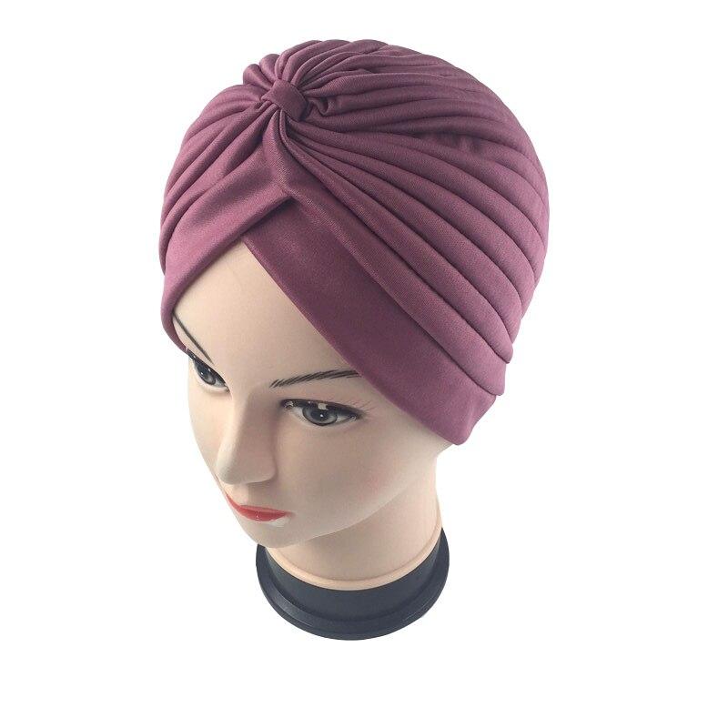 18 couleur unie musulman Turban Cap femmes élastique bonnets chapeau Bandanas grande Satin Bonnet femmes indiennes