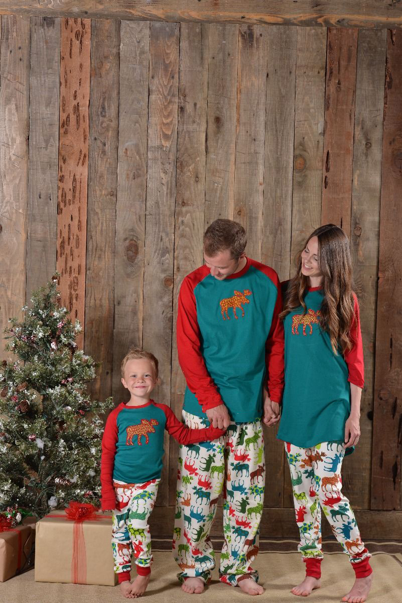 31005cf263 Family Christmas Pajamas Family Matching Clothes Matching Mother Daughter  2017 Fashion Father Son Mon New Year Family Look Sets