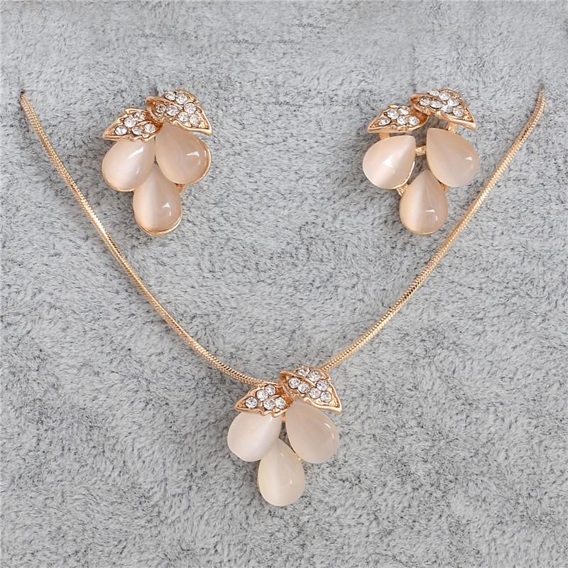 F402 (2) - ZOSHI , Luxe Autrichien, Cristal Opale Fleur Pendentif, Bijoux Couleur Or Perles Africaines ,