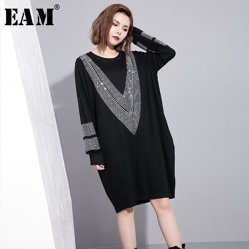 [EAM] 2019 Spring  Round Neck Long Sleeve Solid Color Black Diamoned Loose Big Size Dress Women Fashion Tide JC33201
