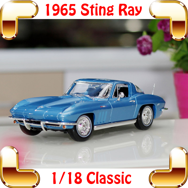 New Year Gift 1965 Sting Ray 1/18 Metal Model Car Classic Roadster Alloy Collection Vehicle Decoration Simulation Toys maisto jeep wrangler rubicon fire engine 1 18 scale alloy model metal diecast car toys high quality collection kids toys gift