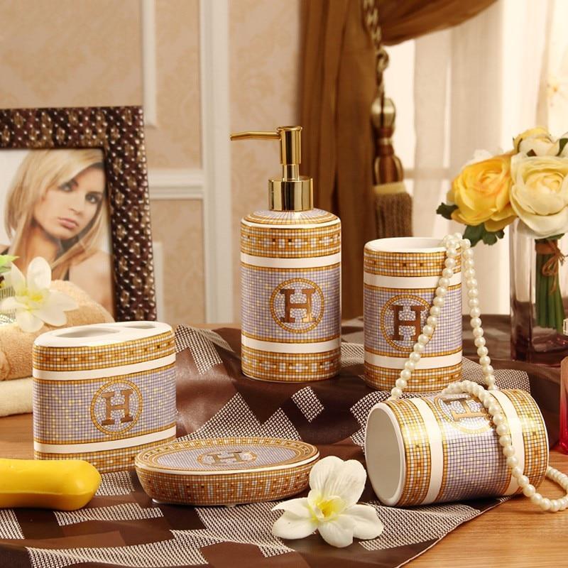 Cinq pièces Salle De Bains en céramique distributeur de Savon Lotion distributeur Titulaires pour brosses à dents Savon plat pour bathroo Salle De Bains fournitures